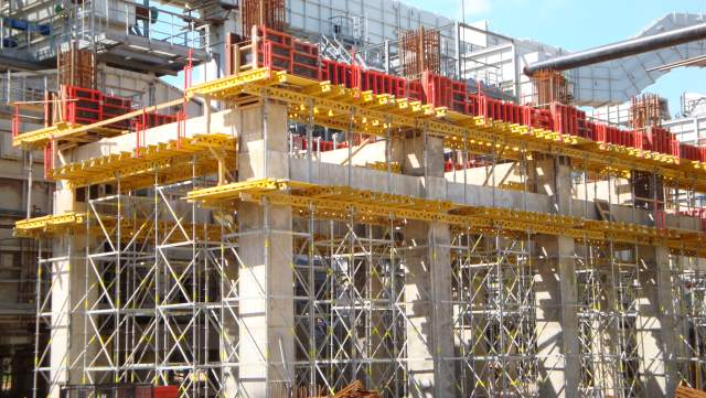 The construction of the petrochemical complex for deep processing of oil  in Kirishi, Russia